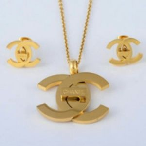 New Chanel classy gorgeously necklace x earrings